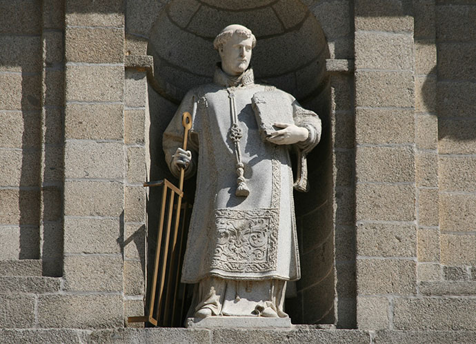 Estatua de San Lorenzo – El Escorial (Flickr – Contando Estrelas - https://www.flickr.com/photos/elentir/4485118725)